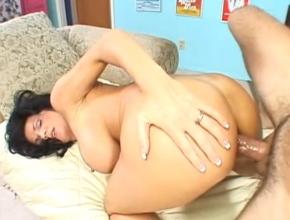 Madura tetona atractiva penetrada por el culo