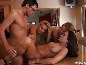 Tres milfs viciosas se follan a un joven muy tímido