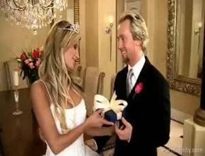 Celebran su reciente matrimonio con una intensa follada