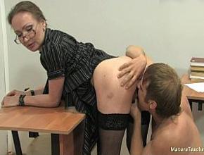 La profesora se queda a solas en el aula con su peor alumno