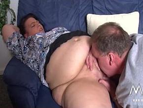 El marido de mi vecina viene a casa cuando quiere un orgasmo