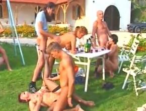 El almuerzo entre amigos en el campo acaba en orgía al aire libre