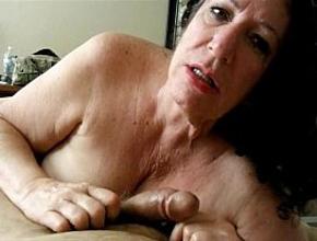 Mamada amateur en POV de una sesentona con mucho vicio
