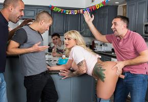 Ryan Conner acaba follada por todos los invitados de la fiesta