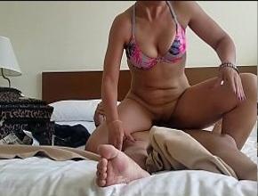 Empiezan las vacaciones con un orgasmo en el hotel