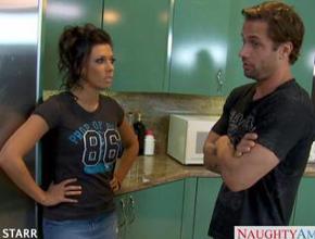 Rachel Starr y su chico empiezan el día con polvazo en la cocina