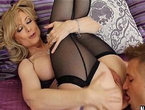 A Nina Hartley le gusta el sexo con chicos jóvenes