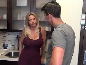 Casada tetona le es infiel a su esposo con el presidente de la comunidad