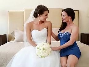 Le provoca un orgasmo a su mejor amiga como regalo de bodas