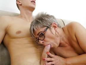 Hijo mío, deja de ver porno gratis y fóllame de una vez