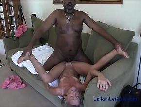 Podría estar horas sin parar teniendo sexo casero con su amante negro