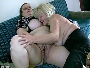 Dos señoras muy gordas se divierten follando juntas