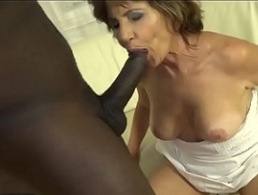 A sus sesenta años un negro se la mete por el culo por primera vez