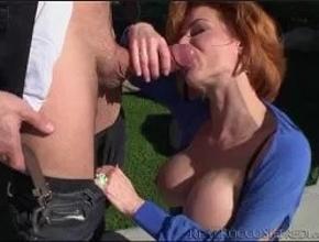 Rocco Siffredi destroza el culo de una madurita al aire libre