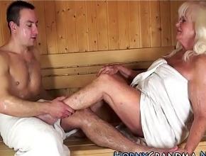 Intercambio de sexo oral con un desconocido en la sauna