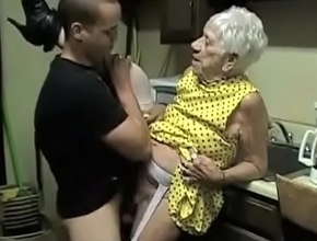 El repartidor del gas le regala un orgasmo