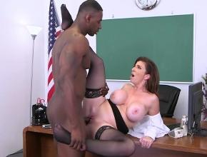 La reunión entre profesores termina con un gran coito interracial