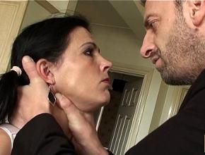 Pilla a su mujer española zorreando con otro y la castiga con sexo duro