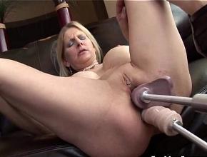 Sustituye el sexo con su esposo por una máquina folladora