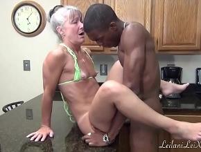 Leilani Lei siempre está dispuesta para follar con su vecino