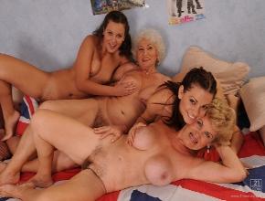Viejas sin escrúpulos hacen una orgía con sus propias nietas