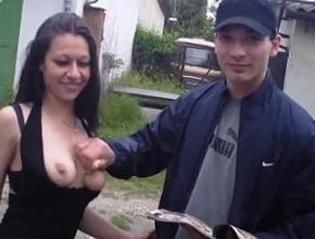Se va a zonas rurales en busca de jóvenes con los que tener sexo