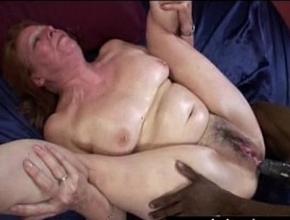 Vieja viuda recuerda el placer del sexo gracias a un potente negro