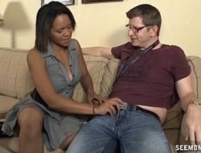 Contrata los servicios de una prostituta para que le haga una felación