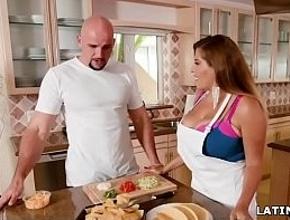 Yo te hago de cocinar cada día, si tu me das placer con buen sexo