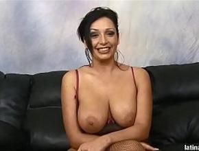Se presenta a casting de sexo duro para olvidar a su difunto marido
