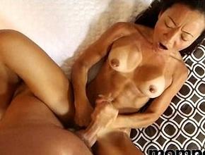 Madre oriental vuelve a disfrutar del sexo en su primer casting
