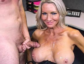 Emma Starr tiene sexo intenso en la sala de la fotocopiadora