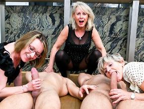 Tres señoras casadas invitan a dos desconocidos a sexo