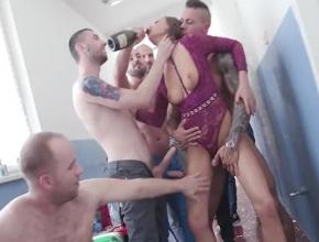 Vídeo porno resumen de la fiesta de cumpleaños de Tina Kay