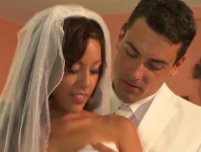 Recién casados follan duro antes de la celebración