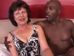 Disfrutó de un orgasmo interracial que recordará para siempre