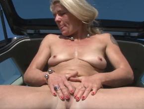 Aprovecha el buen tiempo para masturbarse al aire libre